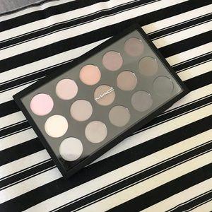 MAC Eye Shadow x 15 Cool Neutral Palette